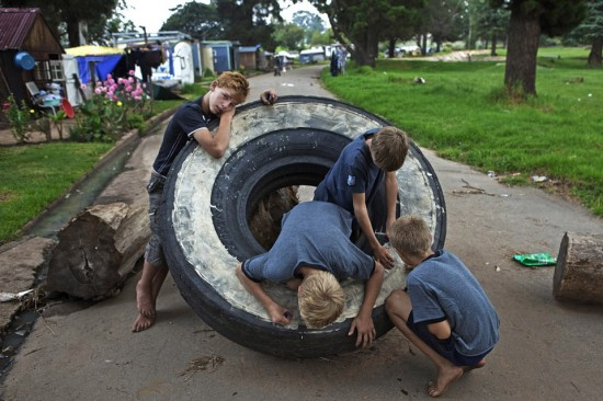 hildren play with a tyre used