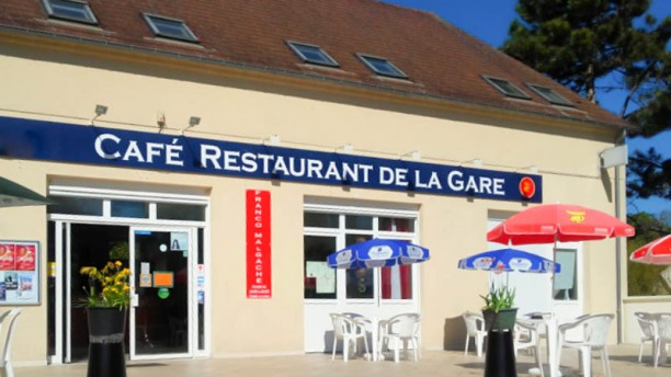 restaurant-de-la-gare-de-chars-grande-terrasse-exterieure-674de