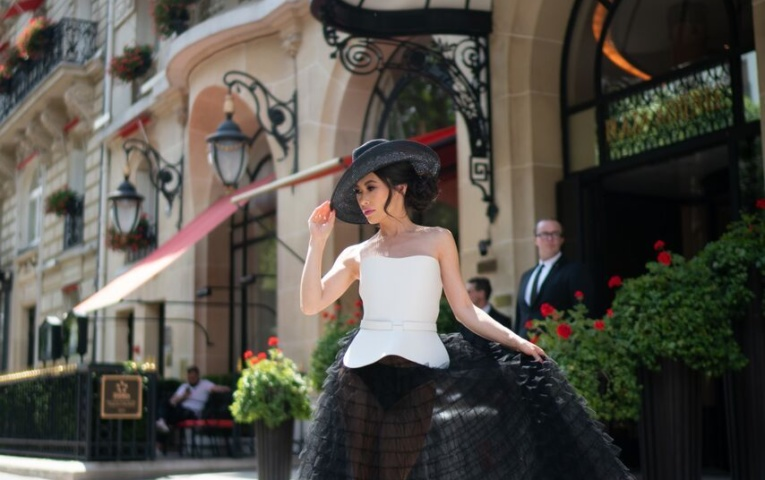 Quel client de Haute Couture, Christine Chiu, assiste à la Fashion Week de Paris?